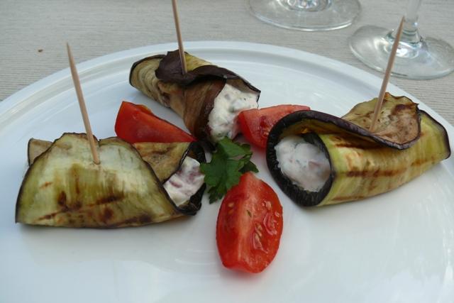 Gegrilde aubergineplakjes met ricotta en geitenkaas