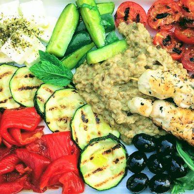 souvlaki, melazanno, auberginedip, geroosterde groenten