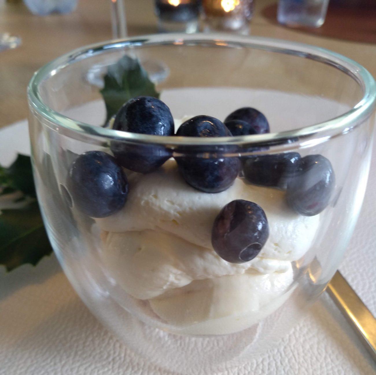 Suikervrij dessert met citroen mascarpone en blauwe bessen
