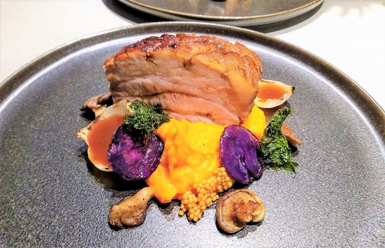 Traag gegaard buikspek met Oosterse marinade en zoete aardappelpuree