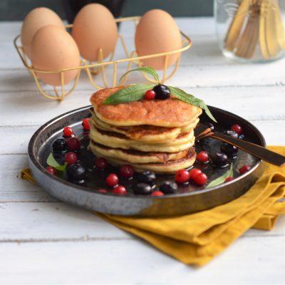 luchtige glutenvrije american pancakes met bosvruchten