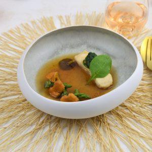 vis met miso bouillon en cantharellen