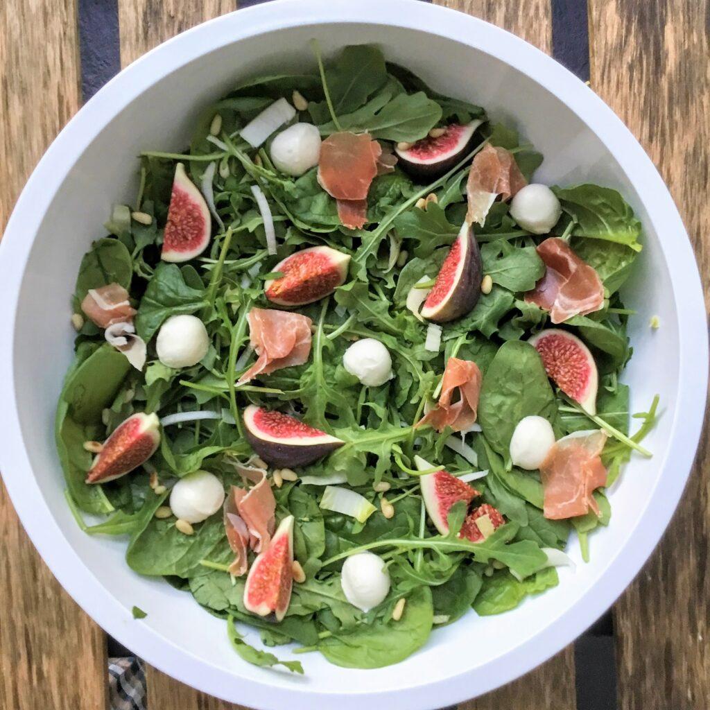 salade vijgen, rucola, parmaham en mozzarella
